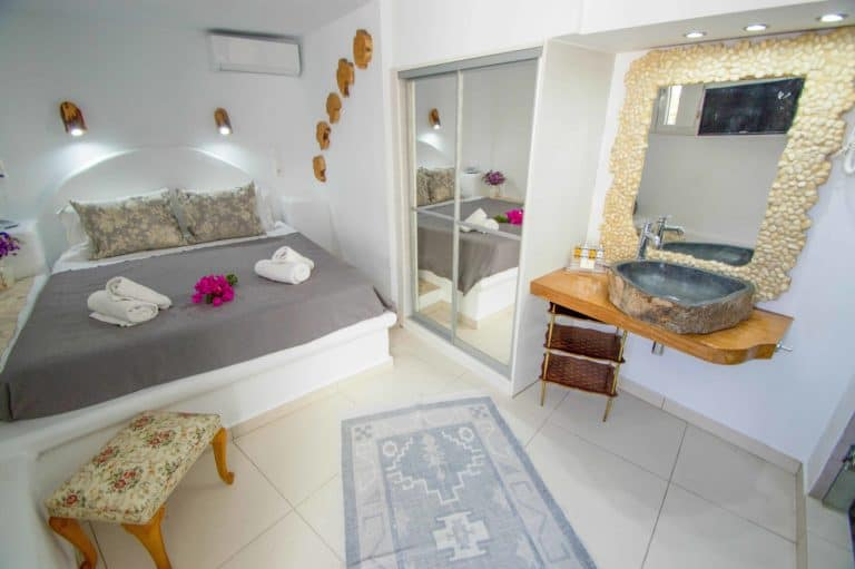 budget-room-accommodation-in-mykonos-vill-konstantin